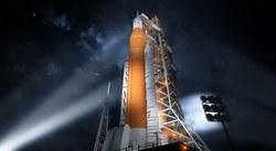 """NASA baigė kurti """"Space Launch System"""" pagrindinę pakopą: 2024 metais ši raketa nuskraidins astronautus į Mėnulį (Video)"""