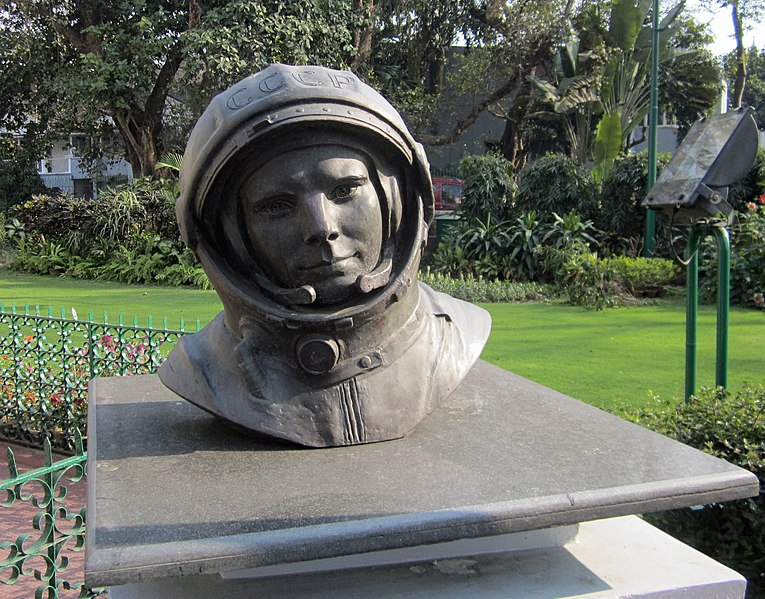 """Kaip pirmasis žmogus Mėnulyje pakurstė konspiracijos teoriją: sovietai žmogų į kosmosą pasiuntė dar prieš J. Gagarinui įkeliant koją į """"Vostok 1""""?"""