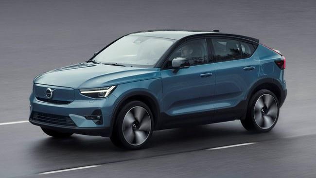 """""""Volvo"""" pristatė (ne)naują elektromobilį Volvo C40 Recharge"""" – kodėl automobilių gamintojai renkasi tokią formą?"""