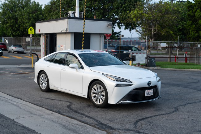 """""""Toyota Mirai"""" pasiekė naują Gineso rekordą: įveikė 1 360 kilometrų visiškai be emisijos"""