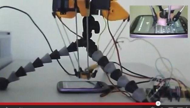 Создан робот для взлома смартфонов.