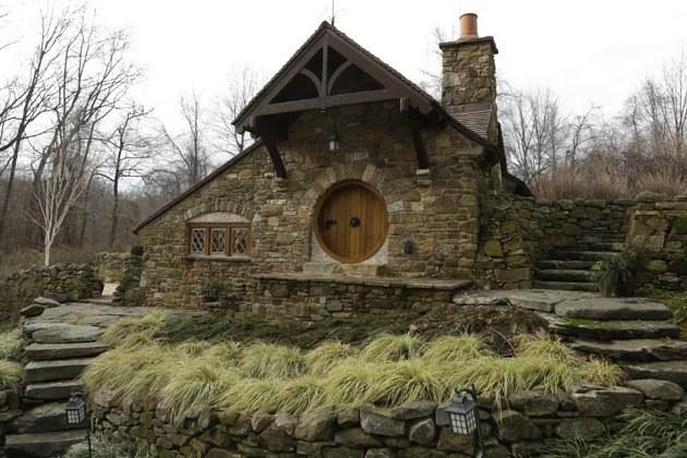 """""""Hobitų namas"""" iš išorės. ©AP Photo/Matt Rourke"""
