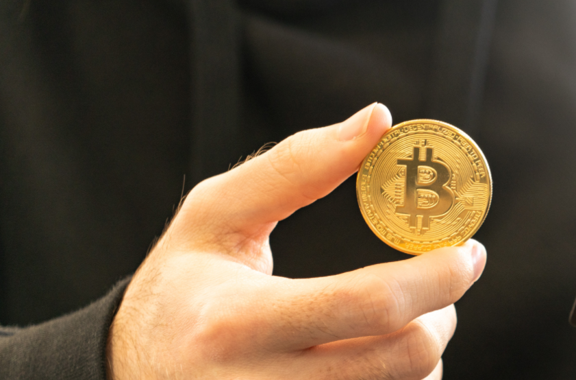 bitcoin kūrėjas baigėsi)